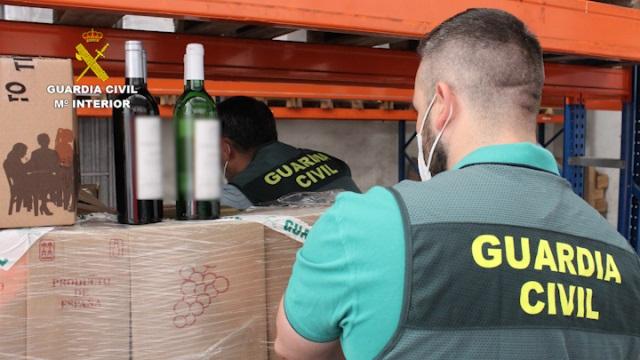 Desarticulada una red de falsas empresas que revendían botellas de vino usando el timo del nazareno