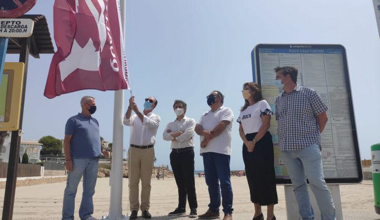Las playas de Orihuela lucen sus banderas Qualitur