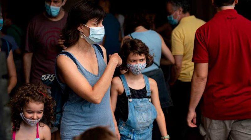 Cataluña impone el uso obligatorio de mascarilla aun con distancia de seguridad y bajo multas de 100 euros