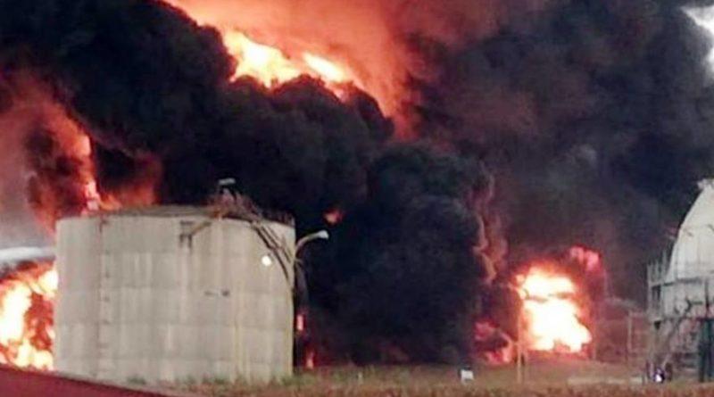 Un rayo provoca el incendio de un tanque en Repsol Puertollano