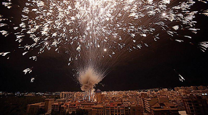 La concejalía de Fiestas de Elche convoca un concurso de fotografía para ilustrar el cartel anunciador de la Nit de l'Albà de 2021