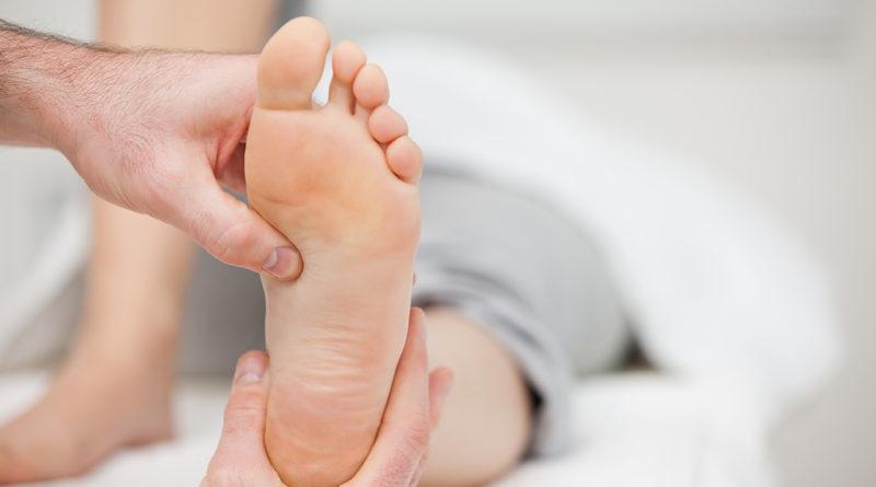 Profesionales de Ribera Salud advierten de fascitis y tendinopatías por abusar de las chanclas y sandalias