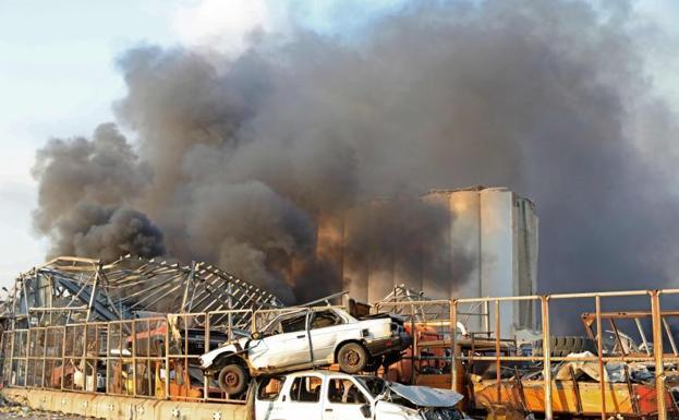 Al menos 10 muertos tras dos fuertes explosiones en el puerto de Beirut