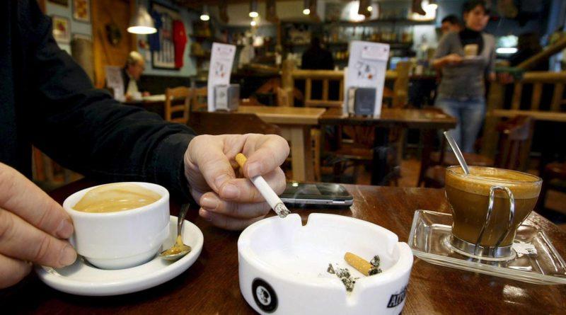COVID-19 | Prohibido fumar en las terrazas de la vía pública