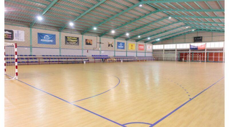 El Ayuntamiento de Elche adjudica la renovación del césped artificial de los campos de Torrellano y Altabix y saca a concurso la reforma integral del Polideportivo de Carrús