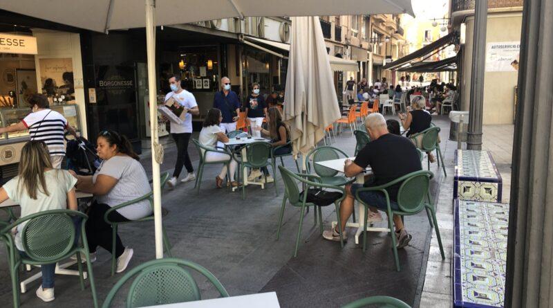 El Equipo de Gobierno de Elche amplía a todo 2021 la suspensión de la tasa de mesas y sillas para apoyar a la hostelería
