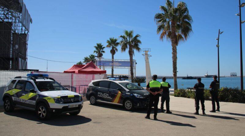 La Policía Nacional detiene a dos personas infraganti cuando intentaba robar en un conocido local de ocio del puerto de Alicante