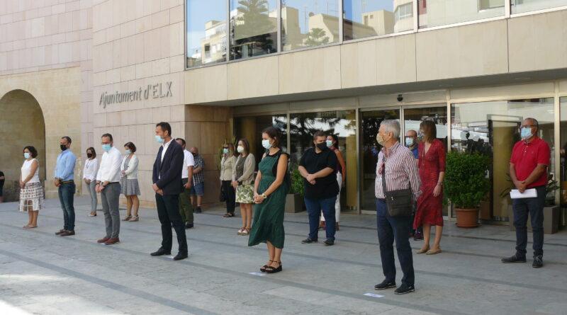 El Ayuntamiento de Elche guarda tres minutos de silencio en repulsa del último asesinato machista