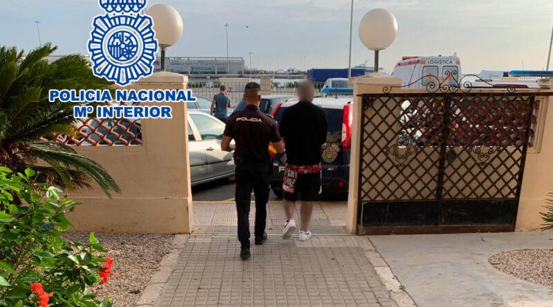 Detenido por extorsionar mediante amenazas y agresiones a tres personas a las que reclamaba ciertas cuantías económicas