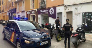 La Policía Nacional, Ayuntamiento de Denia y vecinos de la localidad se unen para evitar la ocupación de una vivienda