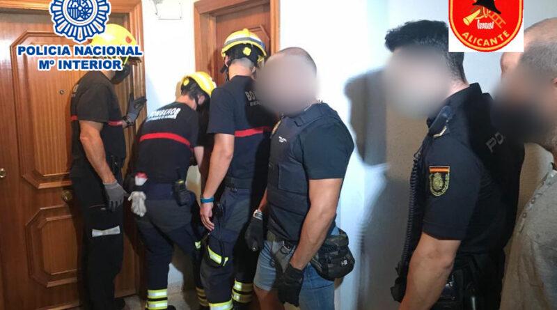 La Policía Nacional ha rescatado a una madre tras ser retenida y amenazada por su hijo en su propio domicilio