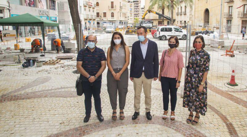 La Consellera de Transición Ecológica elogia la contribución de la peatonalización de la calle Corredora de Elche en la lucha contra el cambio climático