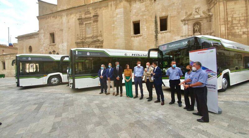 Elche apuesta por el transporte urbano limpio con cuatro nuevos autobuses híbridos