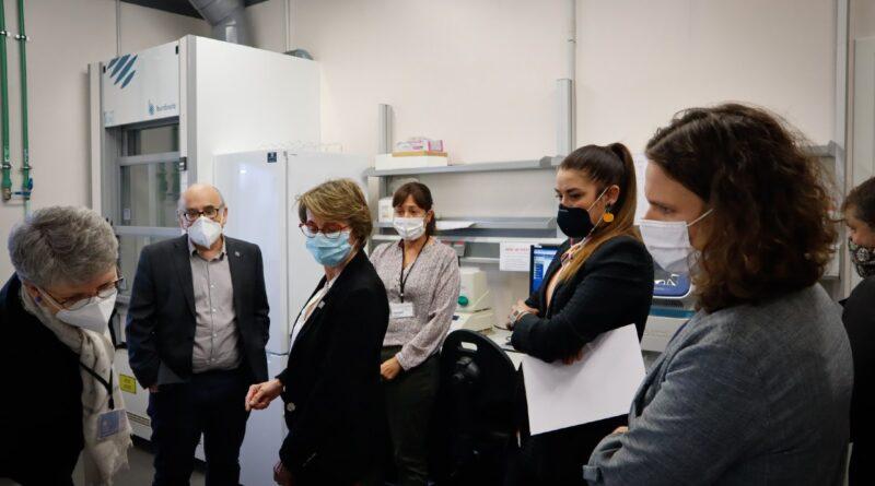 Mireia Mollà visita la UJI para conocer la evolución de una herramienta de vigilancia epidemiológica a través de las aguas residuales