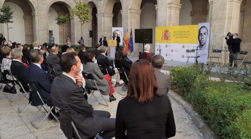 El aeropuerto Alicante-Elche llevará el nombre del poeta Miguel Hernández