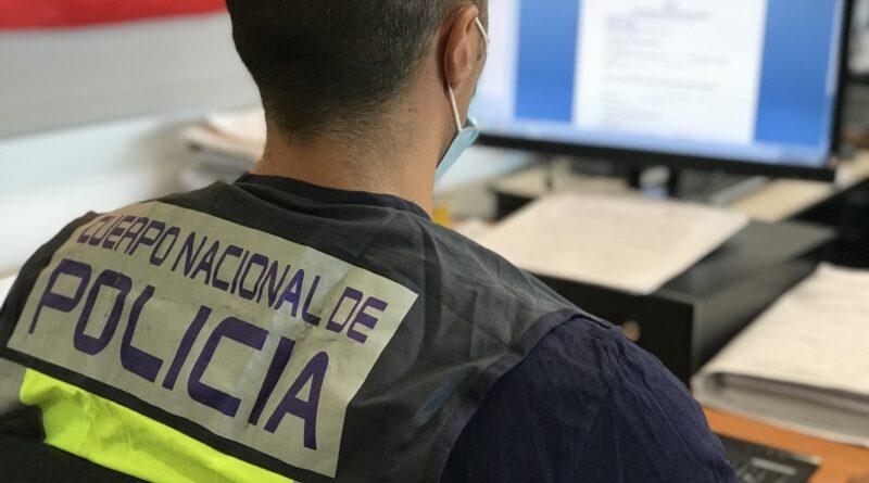 La Policía Nacional ha detenido a un joven por incitar a una menor a desnudarse en una conocida red social de internet