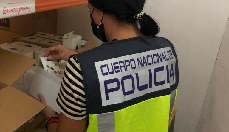 La Policía Nacional desmantela una nave industrial que vendía productos electrónicos falsificados de prestigiosas marcas en páginas web