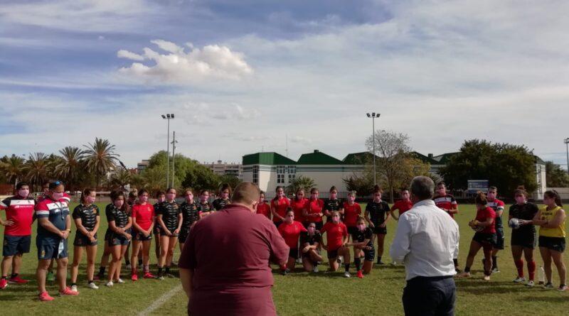 La Selección Española de Rugby Femenino se solidariza con AMACMEC y le entrega un balón firmado para sortear