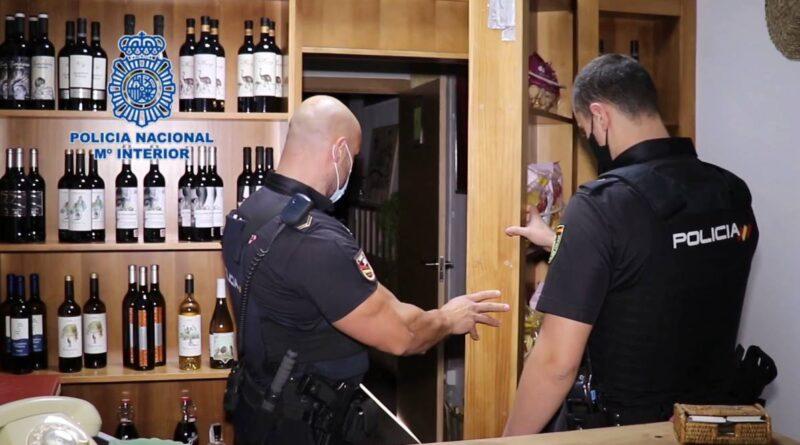 La Policía Nacional descubre en Alicante una trastienda donde se celebraban timbas ilegales multitudinarias de póker