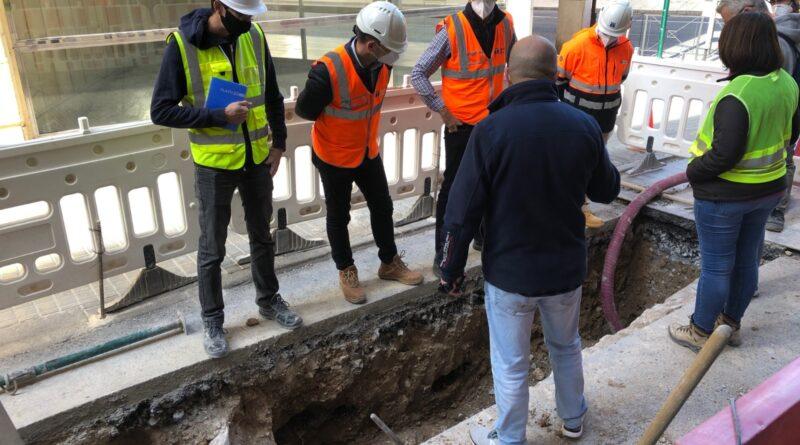 Las catas arqueológicas en la calle Fatxo se amplían hacia los restos de la Muralla de Elche para determinar la naturaleza de los hallazgos