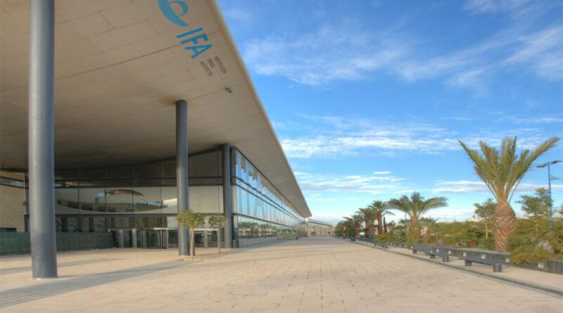 Paseo exterior de la Institución Ferial Alicantina (IFA).