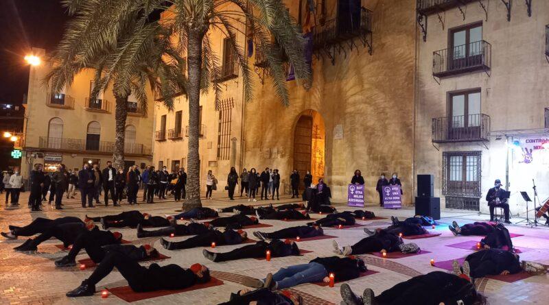 Elche se suma a la concentración de la Coordinadora Feminista en repulsa a la violencia machista y para recordar a las 41 mujeres asesinadas este año