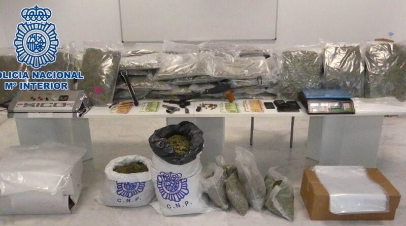La Policía Nacional desarticula un grupo organizado que estaría dedicado a la venta al por mayor de marihuana desde Granada hasta Países del Este de Europa