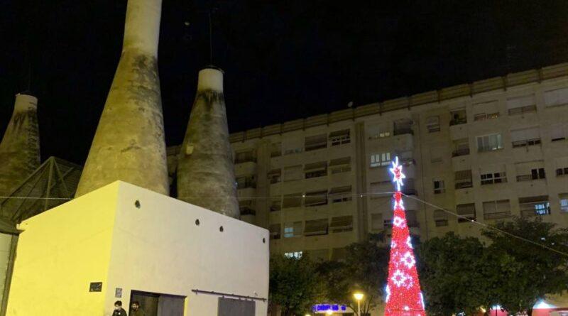 La concejalía de Comercio de Elche enciende el alumbrado navideño para apoyar a los comercios durante el Black Friday