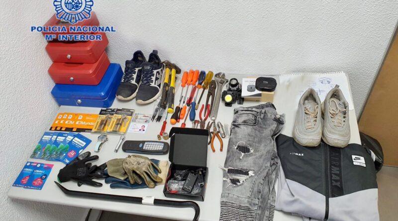 La Policía Nacional ha desmantelado un grupo criminal responsable de haber cometido siete robos con fuerza en establecimiento y uno en interior de domicilio en Alicante