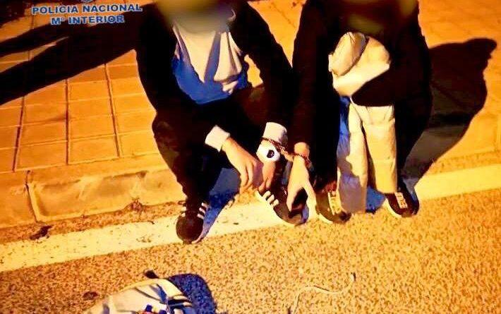 La Policía Nacional detiene in fraganti en a tres personas por robos con fuerza en interior de domicilio