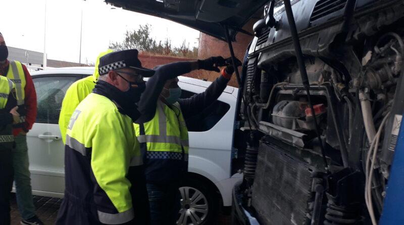 La Policía Local de Elche forma a agentes para la detección de sistemas de fraudes en las emisiones contaminantes de los camiones