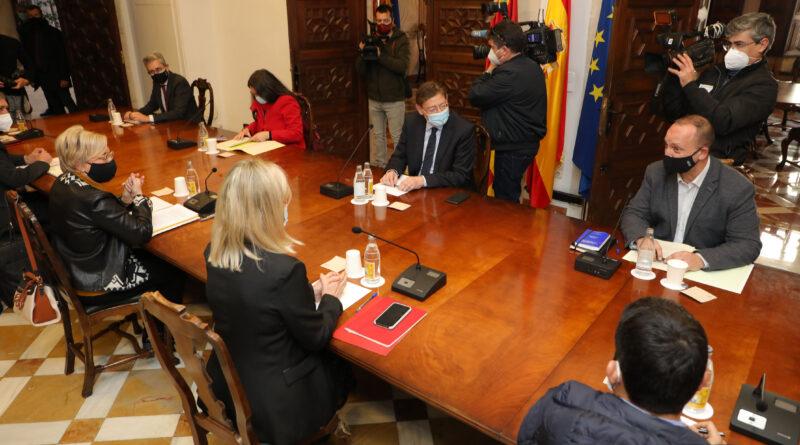 Ximo Puig anuncia nuevas medidas para frenar la pandemia que incluyen el cierre de la hostelería, del comercio a partir de las 6 de la tarde y de las instalaciones deportivas