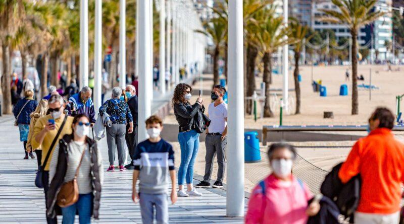 El sector turístico espera salvar la temporada de verano si se acelera la vacunación