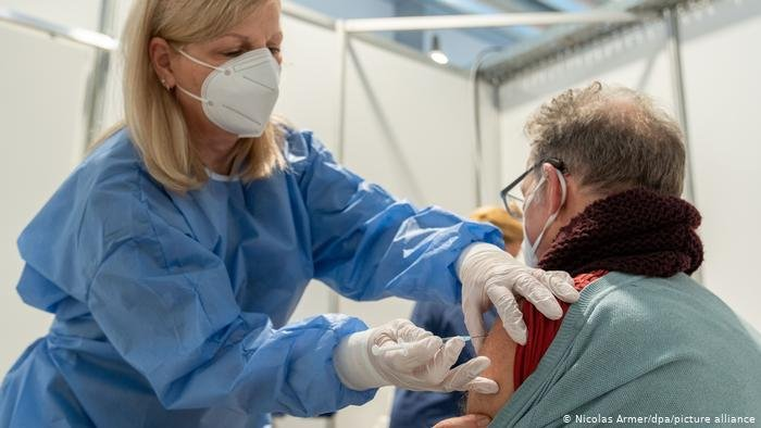 La Comunitat Valenciana administra ya la segunda dosis de la vacuna contra el coronavirus