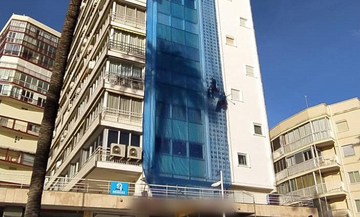La Policía Nacional detiene en Benidorm a una mujer por el intento de homicidio de un operario que se encontraba realizando trabajos verticales en su edificio