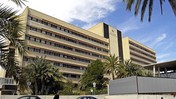 Se cuela en el  Hospital General de Elche y emite un video en directo  por las redes sociales