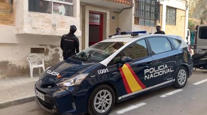 La Policía Nacional detiene en Alicante a los integrantes de una mafia que se lucraba con la venta y alquiler de viviendas que previamente ocupaban