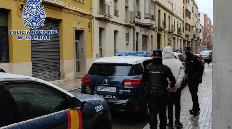"""La Policía Nacional ha detenido en Alcoy a cuatro personas tras realizar un """"vuelco"""" que acabó en una agresión con una katana"""