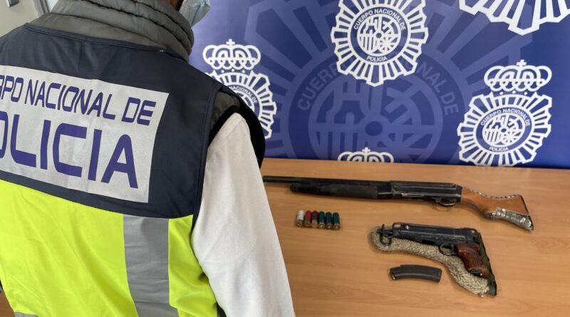 La Policía Nacional ha detenido a la víctima de un atropello por ocultar armas de guerra en su domicilio
