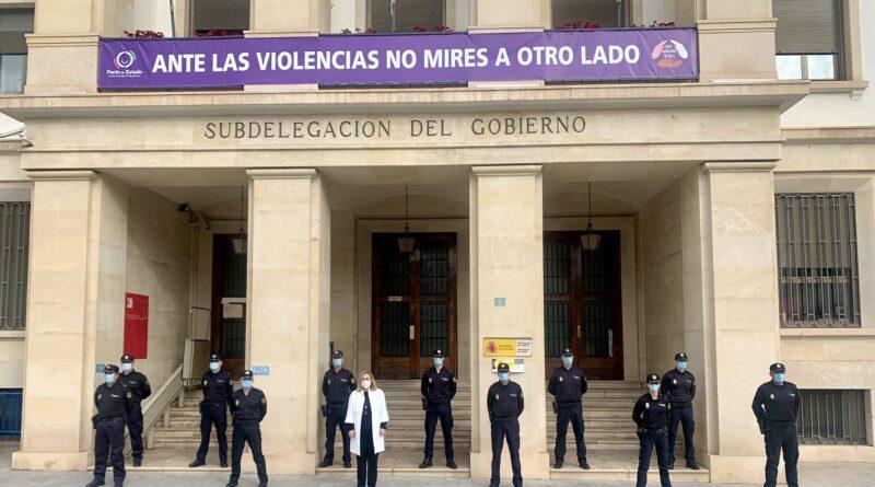 Presentación ante la Subdelegada del Gobierno de trece nuevos Inspectores de la Policía Nacional que reforzarán la plantilla de la Ciudad de Alicante