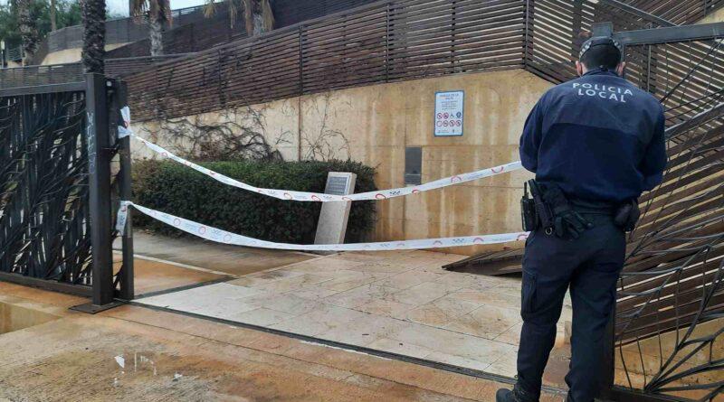 La Policía Local de Alicante disuelve un grupo de 300 jóvenes en La Ereta que tras el cierre de la hostelería