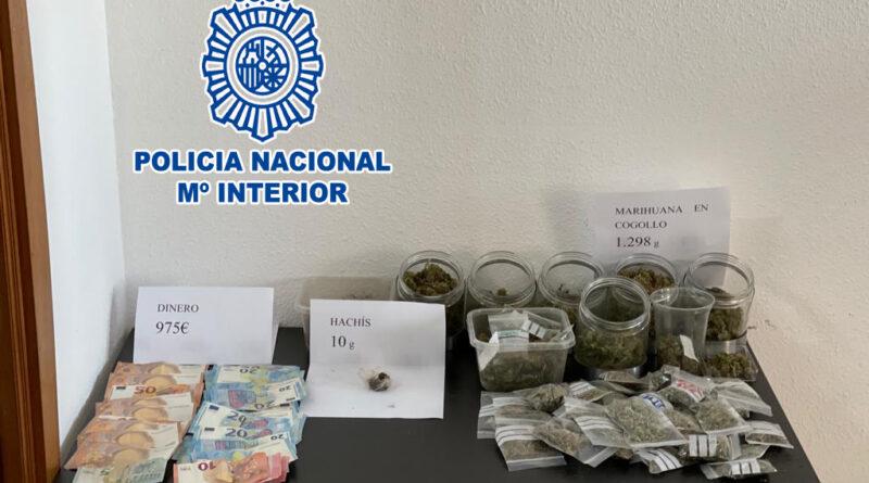La Policía Nacional ha detenido a cuatro personas y ha desmantelado tres puntos negros de venta de marihuana en Dénia