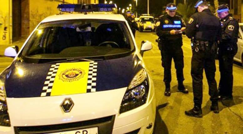 La Policía Local de Elche detiene a un hombre acusado de agredir a su pareja con un arma blanca